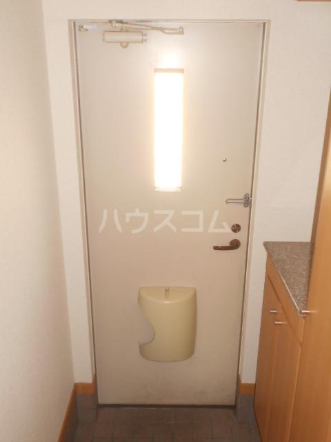 プラシードA 201号室の玄関