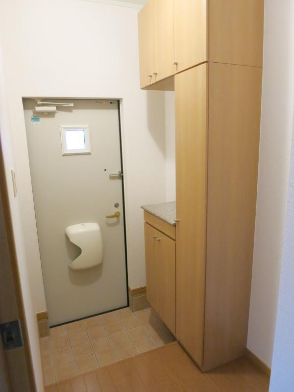 ラフィーネA A103号室の玄関