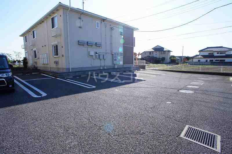 アルデンヌB 01040号室の駐車場
