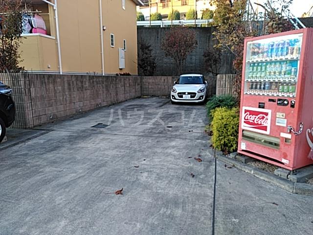 ソーレ セレーノ 201号室の駐車場