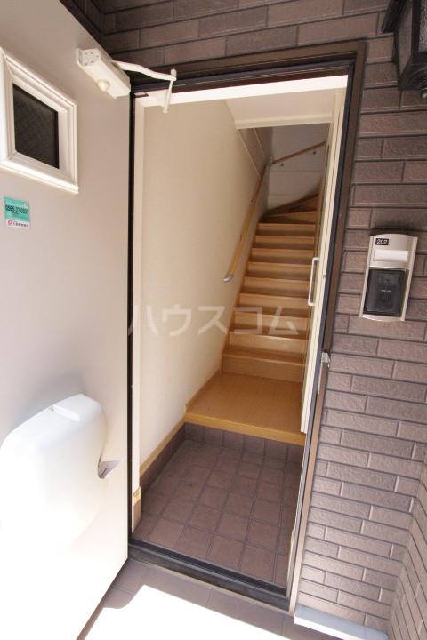 ミリオンベルB 202号室の玄関