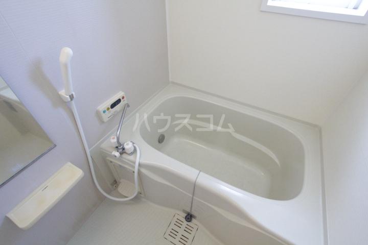 ミリオンベルB 202号室の風呂