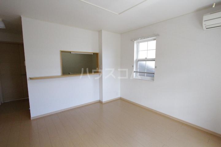 ミリオンベルB 202号室のリビング