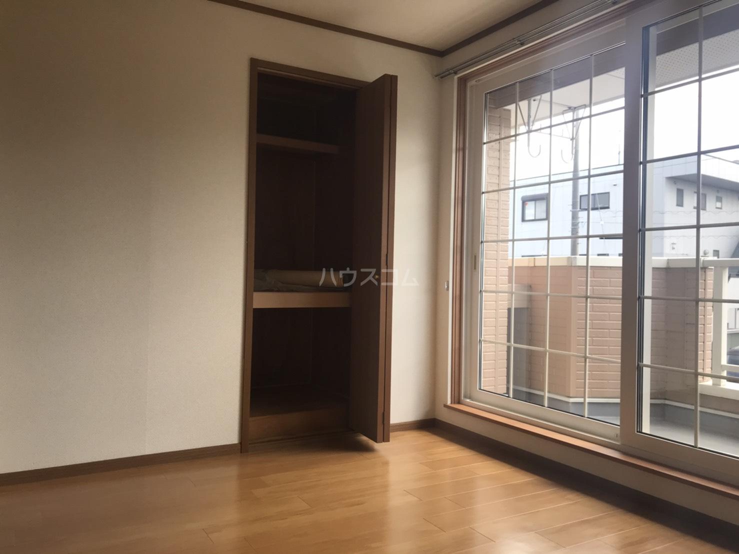 アビタシオン郷前 201号室の居室