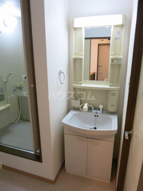 ファミールY.S 103号室の洗面所