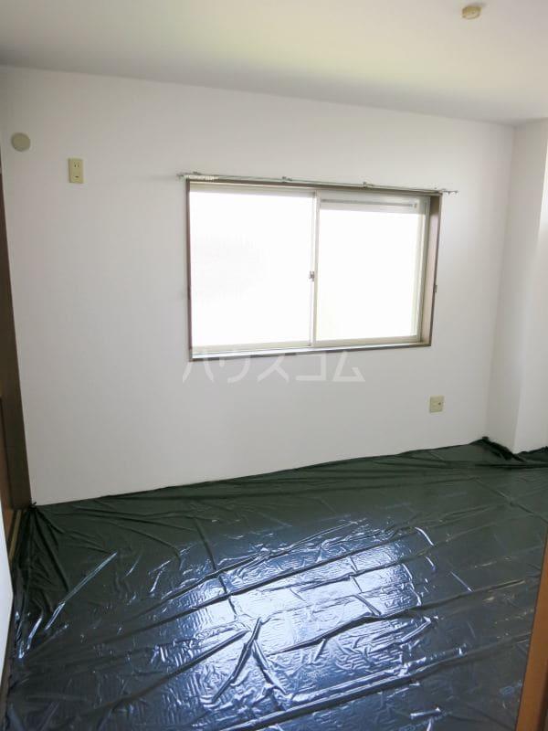 ファミールY.S 103号室の居室