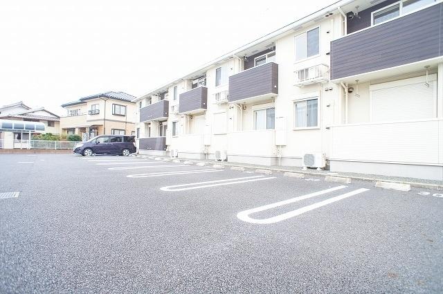 サン・クローネ チヨダB 02040号室の駐車場