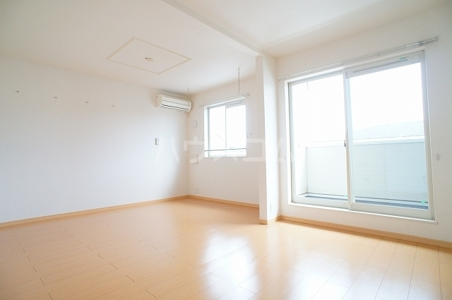 サン・クローネ チヨダB 02040号室のリビング