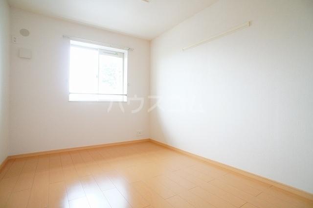 サン・クローネ チヨダB 02040号室の居室