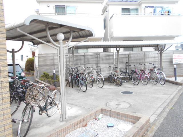 Cruzo BB 201号室の駐車場