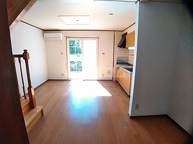 アンセートル城屋敷 B 102号室のリビング