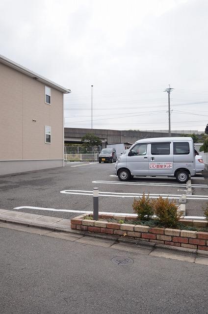 フーガ宮司浜 A 02030号室の駐車場