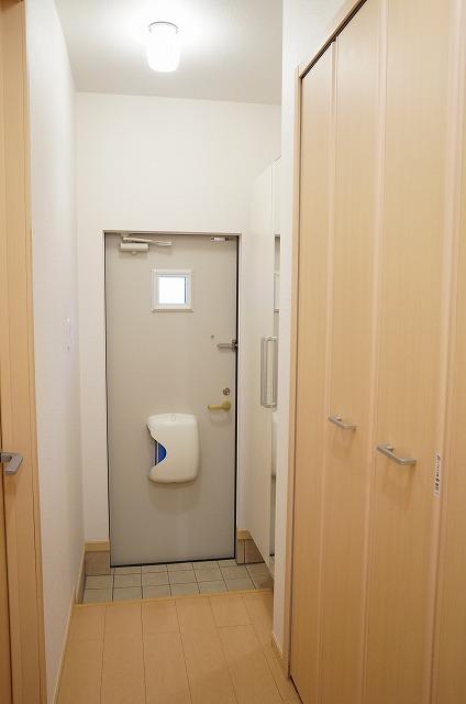 フーガ宮司浜 A 02030号室の玄関