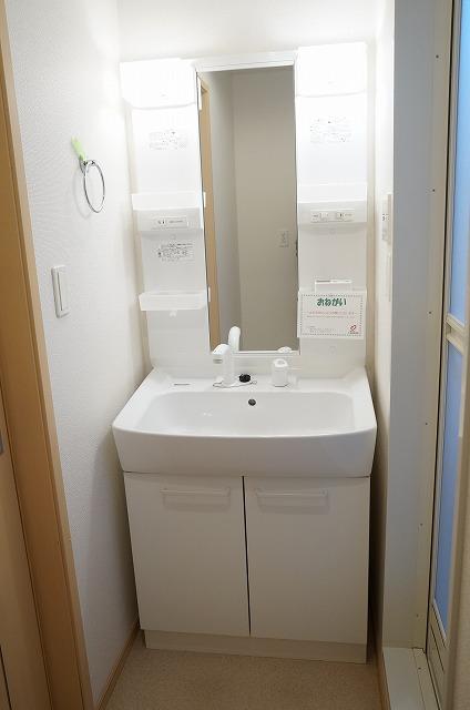 フーガ宮司浜 A 02030号室の洗面所