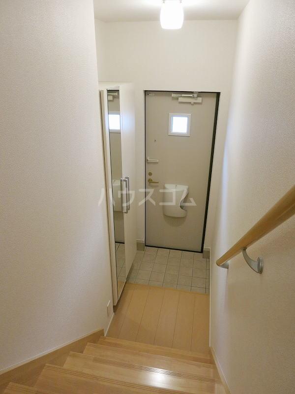 カモミール 201号室の玄関