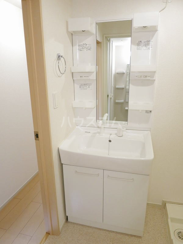 カモミール 201号室の洗面所