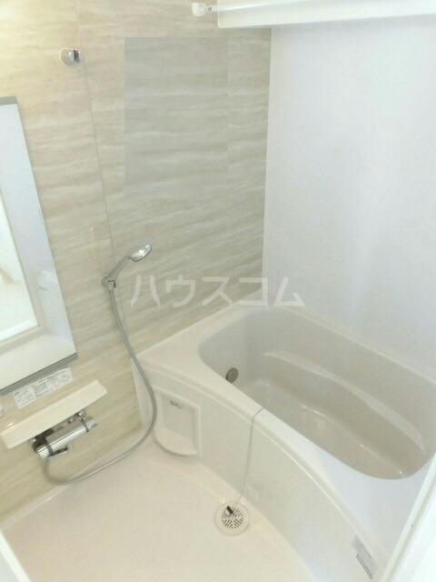 メゾンミニョン 301号室の風呂