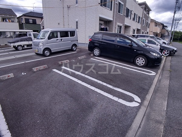 ソンレイルS 207号室の駐車場