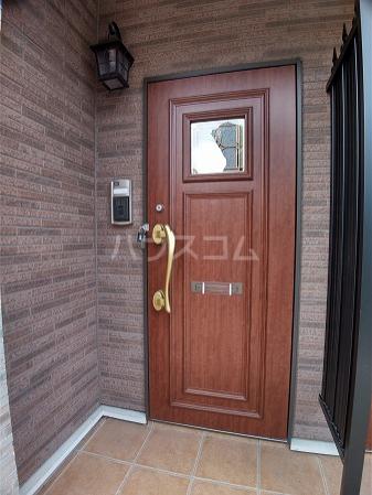 ソンレイルS 207号室の玄関