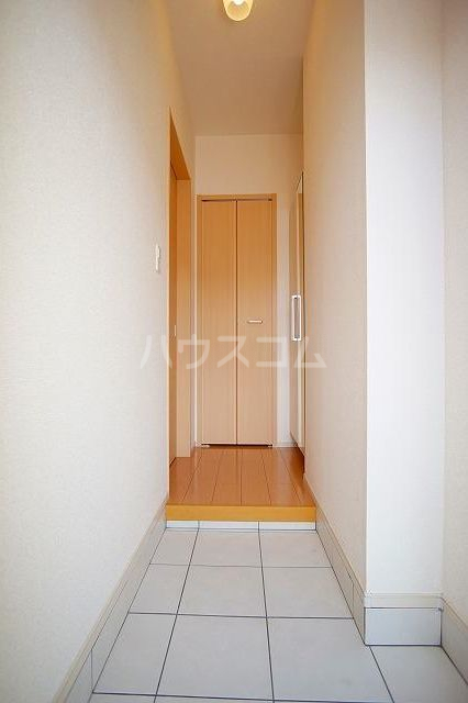 リュミエールレーヴE 01010号室の玄関