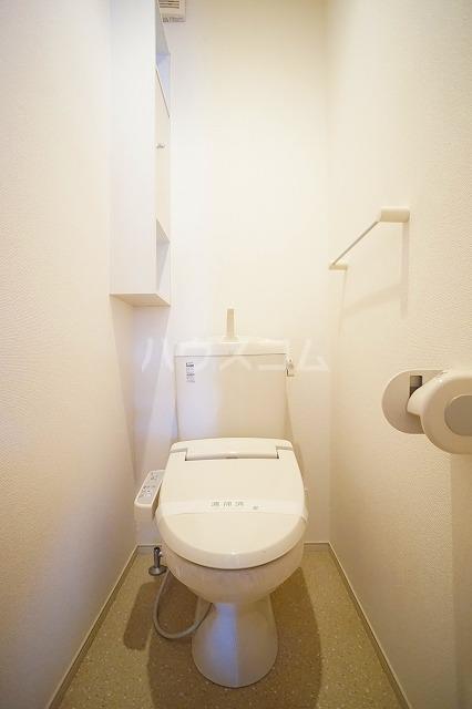 リュミエールレーヴE 01010号室のトイレ