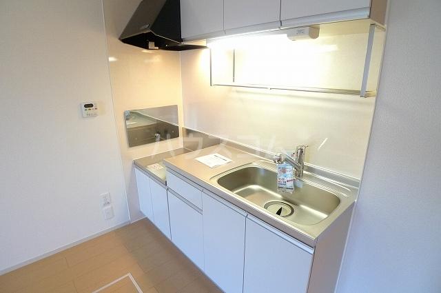 リュミエールレーヴE 01010号室のキッチン