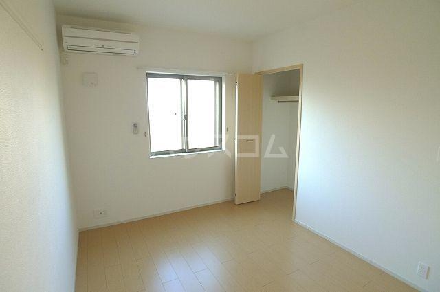 リュミエールレーヴE 01010号室の居室
