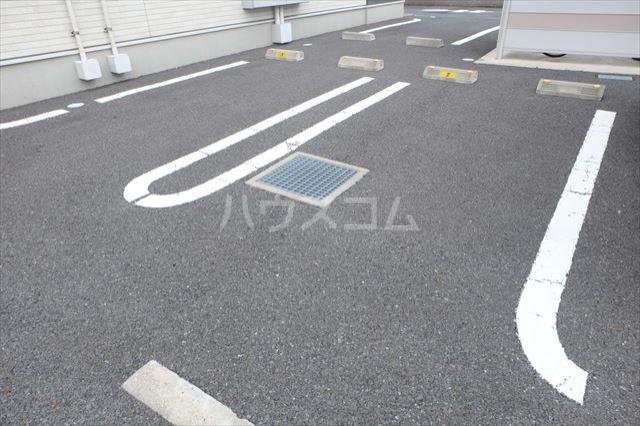カレント 01020号室の駐車場
