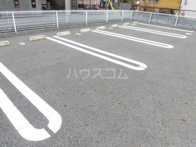 ブランドールⅡ 02020号室の駐車場