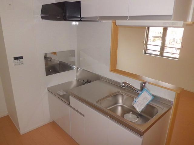 ファインヒル 303号室のキッチン