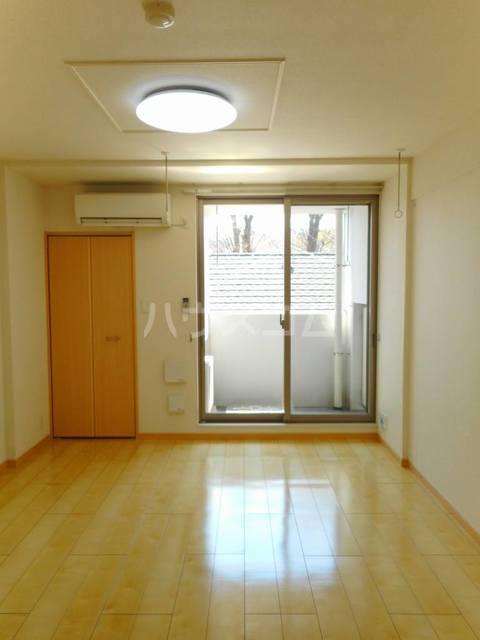 オークヴィラ 302号室のリビング