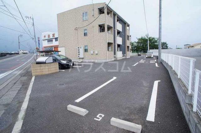 カーサ モデルノA 03010号室の駐車場
