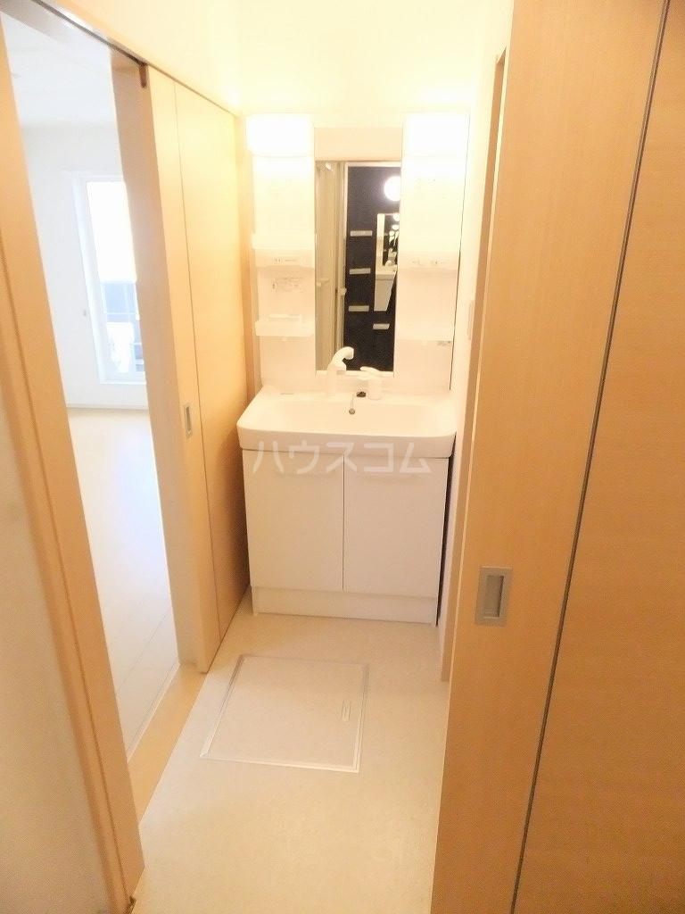 クレメント 203号室の洗面所