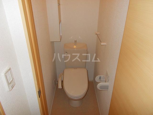 ビオーラ B 01010号室のトイレ