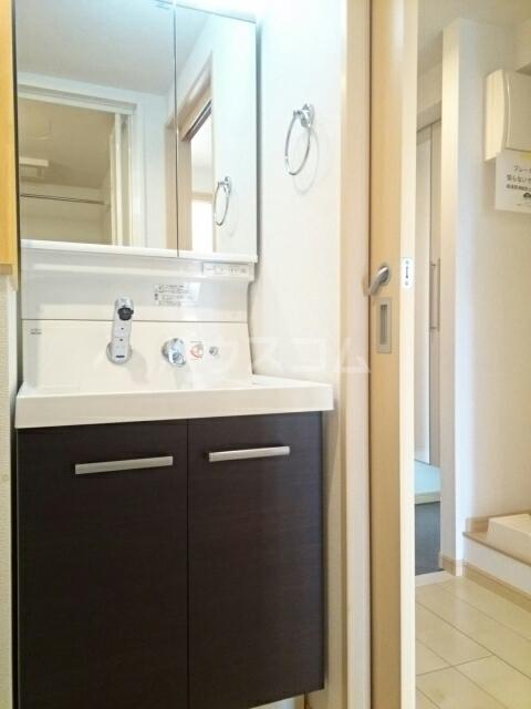 トレス中田 402号室の洗面所