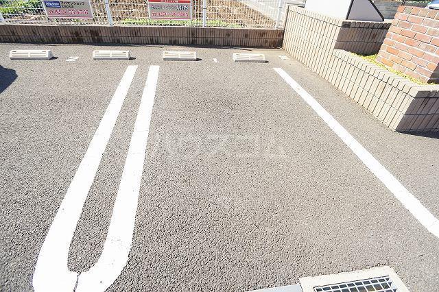 カーサプラシードC 03020号室の駐車場
