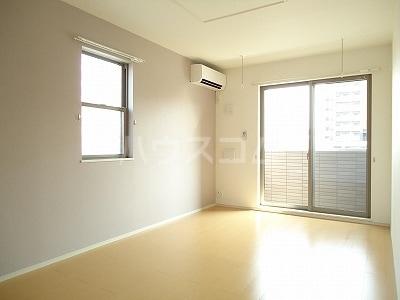 エルシアⅠ 01020号室のリビング