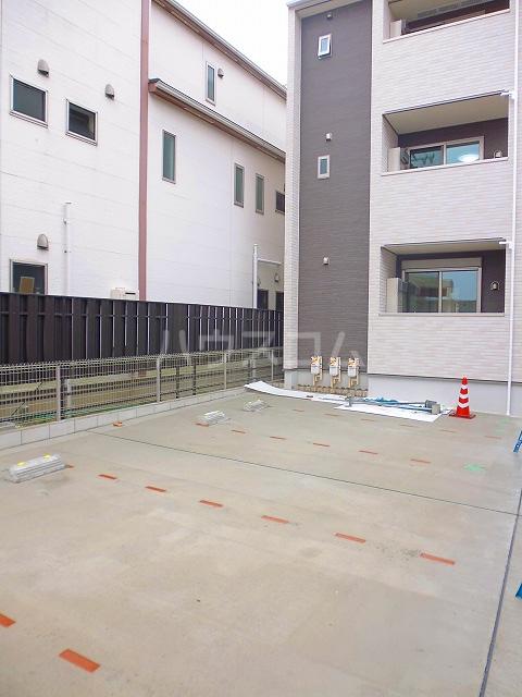 グランシュール Ⅲ 201号室の駐車場