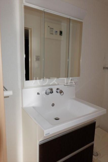 イースト アヴェニュー 06010号室の洗面所