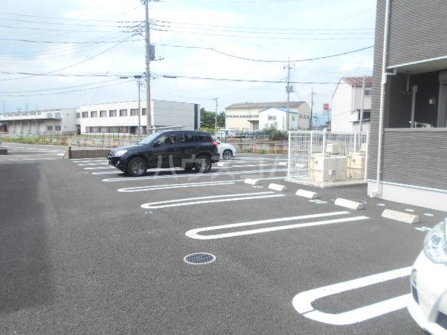 グランペⅡ 02050号室の駐車場