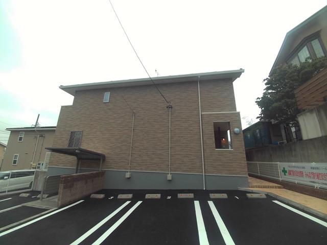 ブルースター 101号室の駐車場
