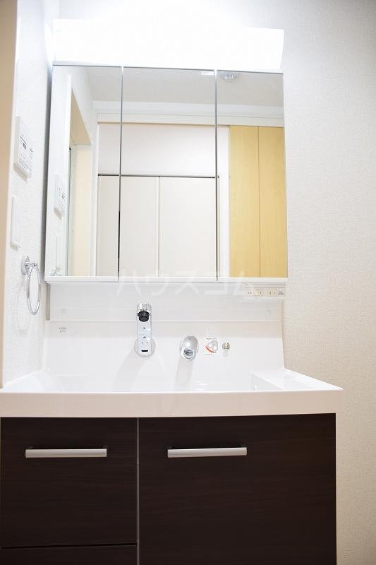 メゾンドZen 402号室の洗面所