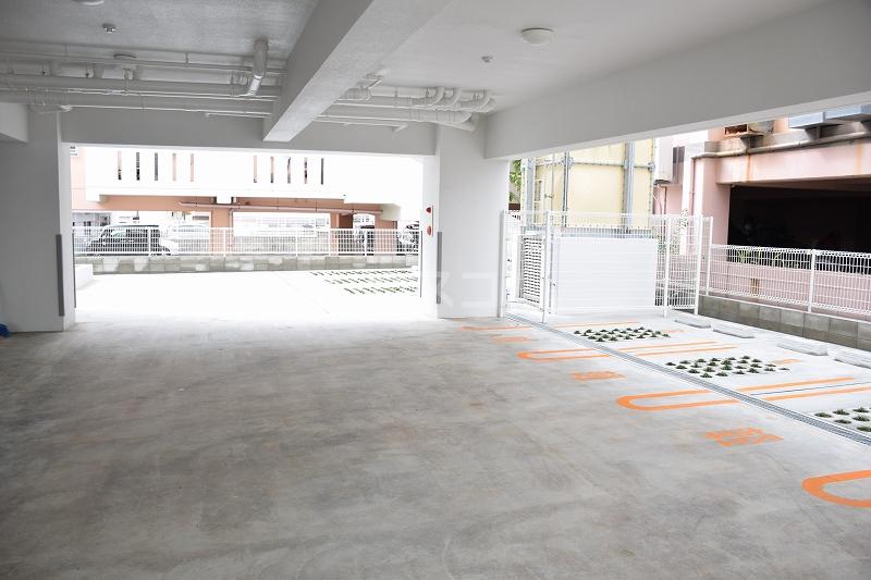 メゾンドZen 402号室の駐車場