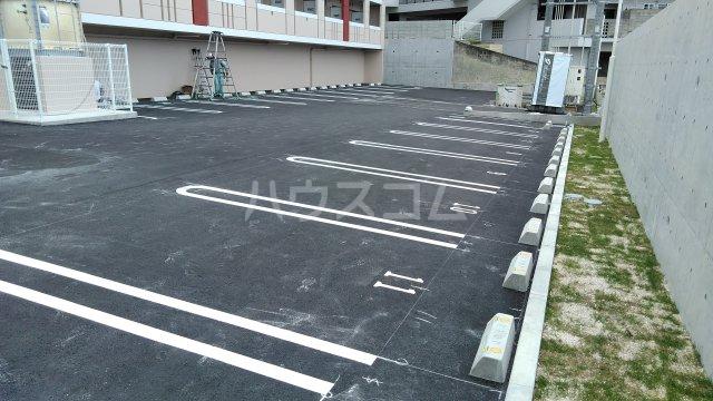 フレンドリーテラスN 207号室の駐車場