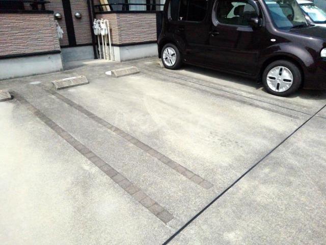 ドルチェⅠ 206号室の駐車場