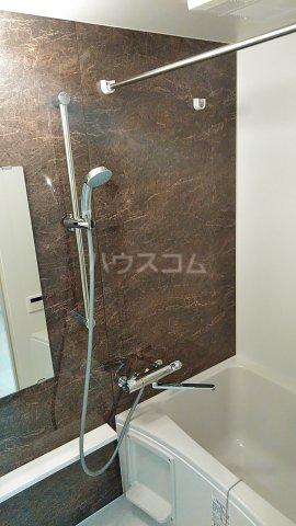 オーシャン レジデンス 202号室の風呂