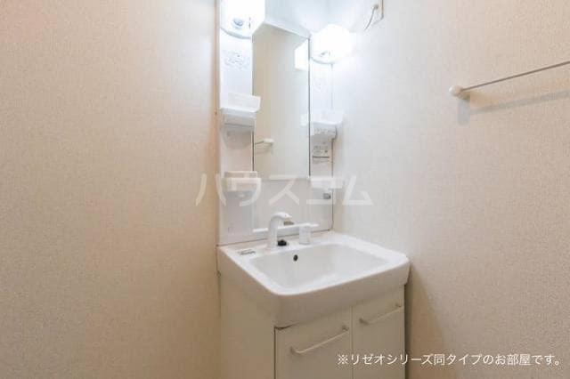 ベル・フルール弥生台Ⅰ 01010号室の洗面所