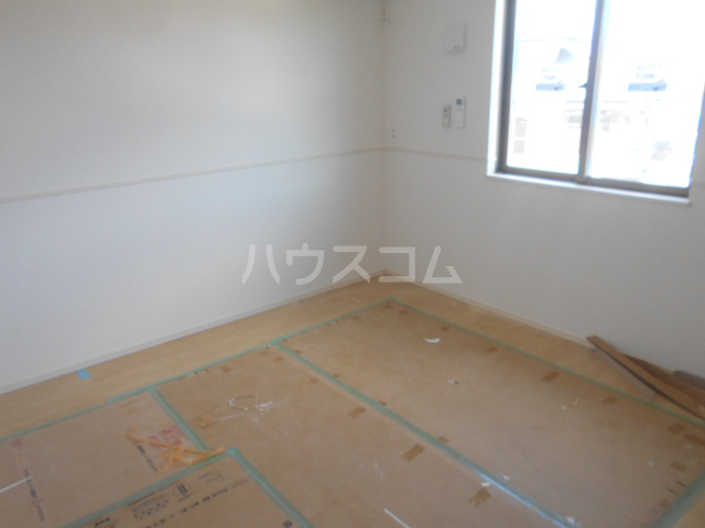リオンドール駒形B 01010号室の居室