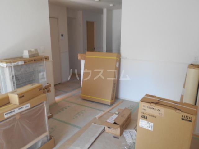 リオンドール駒形B 01030号室のリビング