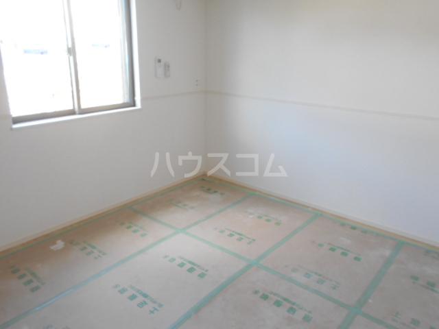 リオンドール駒形B 01030号室の居室